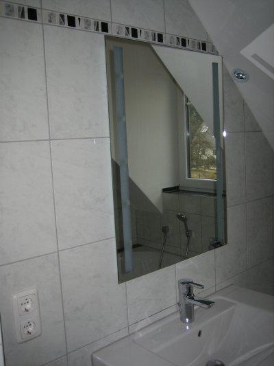 und muss zum rasieren nicht immer ins bad im keller laufen. Black Bedroom Furniture Sets. Home Design Ideas